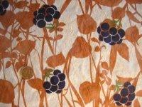 刺繍入りプリント織物(草花柄)